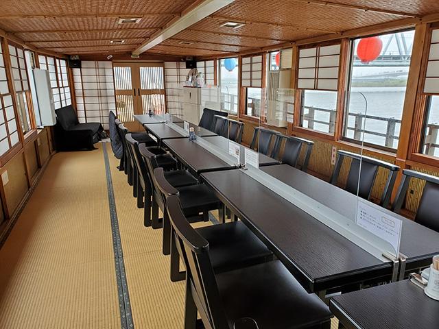 アクリル板船内